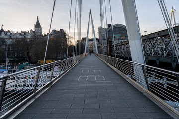 Empty Jubilee Bridge at rush hour under coronavirus lockdown Fotomurales