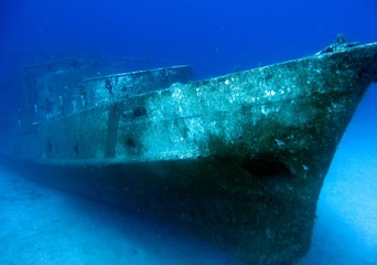 Fotobehang Schipbreuk Diving on a sunken ship, underwater landscape