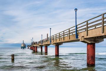 Wall Mural - Seebrücke an der Ostseeküste in Zingst