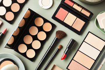 Organized composition of makeup products