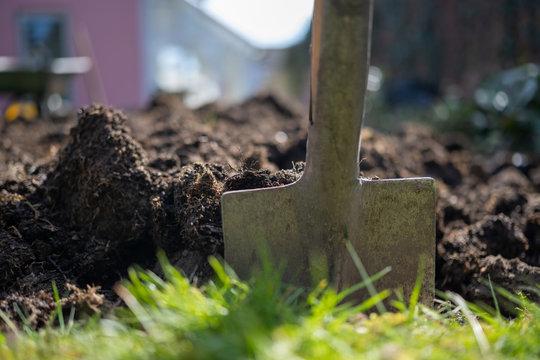Gartenarbeit im Frühjahr - zu hause bleiben