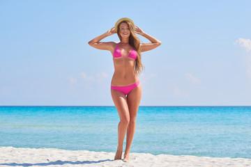 Spoed Foto op Canvas womenART Young beautiful fit model enjoying beach summer vacation