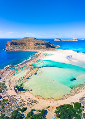 Obraz Amazing view of Balos Lagoon with magical turquoise waters, lagoons, tropical beaches of pure white sand and Gramvousa island on Crete, Greece - fototapety do salonu