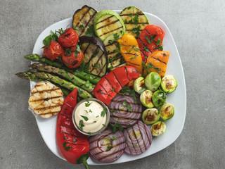 Fototapete - grilled vegetables white sauce asparagus, zucchini, pepper, onion, tomatoes, eggplant