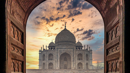 Taj Mahal is an ivory white marble mausoleum on Yamuna river in the Indian city, Taj Mahal is most beautiful monuments in India and one of the wonders of the world, Agra, Uttar Pradesh, India. Fototapete