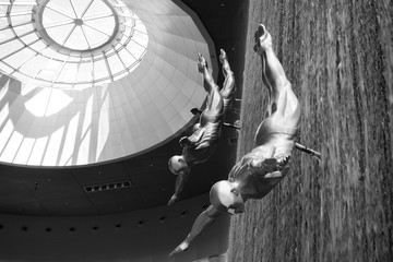 Divers of the Dubai Mall Waterfall - Black and white