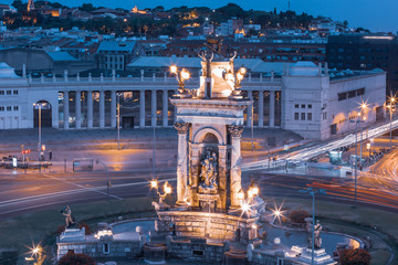 Fototapete - Fountain on Placa Espanya square in Barcelona at night, Catalonia, Spain
