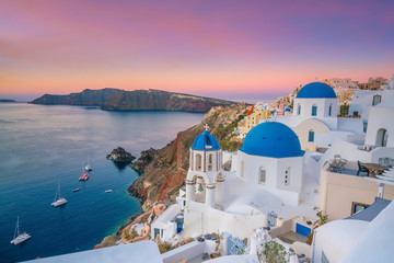 Oia town cityscape at Santorini island in Greece Fototapete