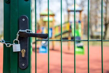 Fototapeta Stan epidemii - zamknięcie placu zabaw dla dzieci obraz