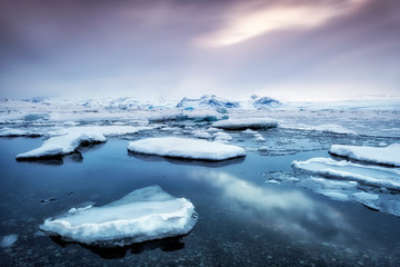 Photo sur Toile Bleu jean Famous jokulsarlon bay on Iceland
