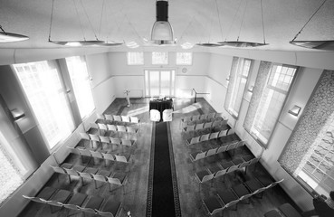 symmetric wedding reception hall awaiting guests and bride and groom Fotobehang