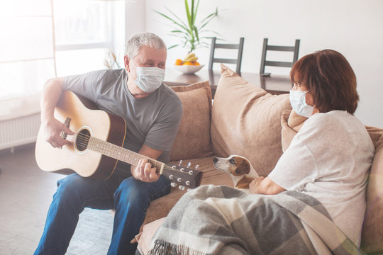 Elderly couple in medical masks during the pandemic coronavirus