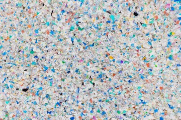 Verwitternde Oberfläche aus vielfarbigem Recycling-Plastik