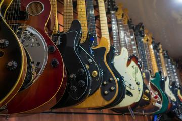 Spoed Foto op Canvas Muziekwinkel Guitars in store for sale