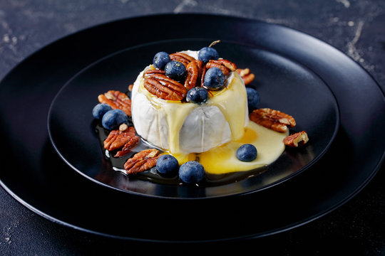 Baked brie with pecan, blueberries and maple syrup