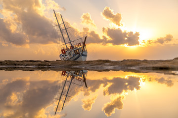 Photo Blinds Shipwreck Sailing boat wreck at sunset