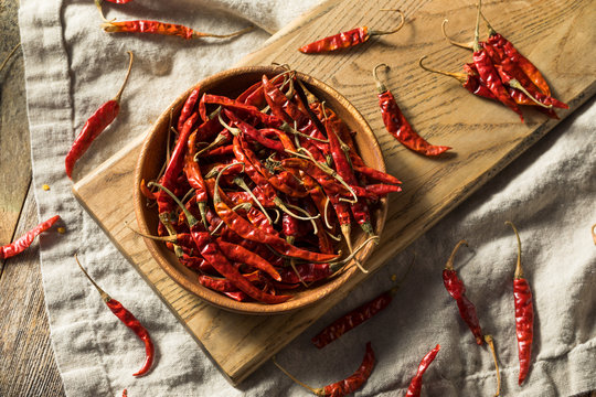 Raw Red Organic Chile de Arbol Peppers