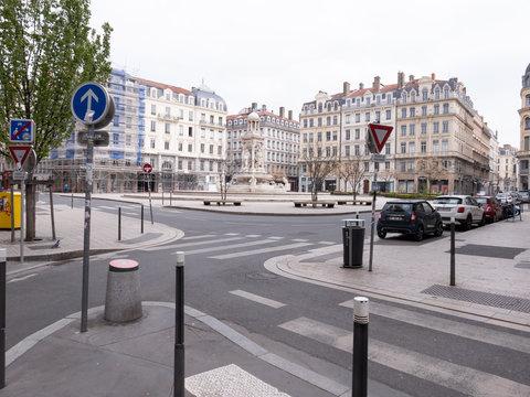 Lyon pendant le confinement (coronavirus) - La place des Jacobins déserte
