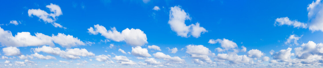 Panoramic fluffy cloud in the blue sky. Sky with cloud on a sunny day. Fotobehang