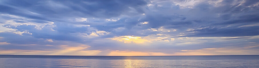 sky above water / texture background, horizon sky with clouds on the lake Fotomurales