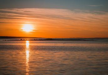 Zachód słońca nad Ytre Hvaler w gminie Ostfold w Norwegi