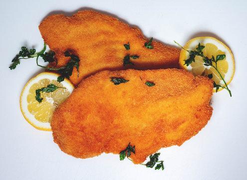 Wiener Schnitzel isoliert auf weißen Hintergrund, vienna Schnitzel on white Background