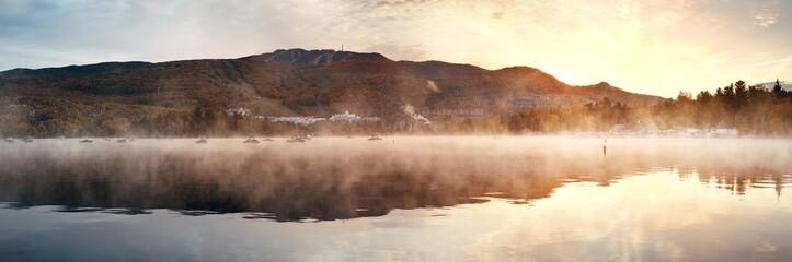 Morning foggy lake Fototapete