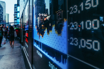 Display stock market numbers with defocused street lights background Papier Peint