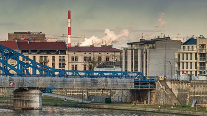 Fototapeta Dym z elektrowni nad miastem obraz