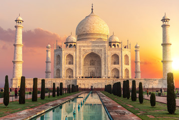 Taj Mahal at sunset, beautiful scenery of India Fototapete