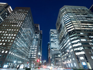 Fototapete - 夕暮れのオフィスビル街