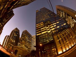 Fotomurales - 夕暮れのオフィスビル街