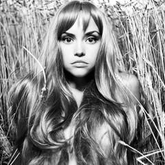 Papiers peints womenART Blond girl in wheat