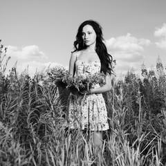 Papiers peints womenART Lady in a flower meadow