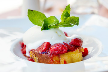 Fototapete - French toast grilled with strawberries and ice cream on top