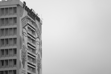Godess Durga on a building in kolkata Papier Peint