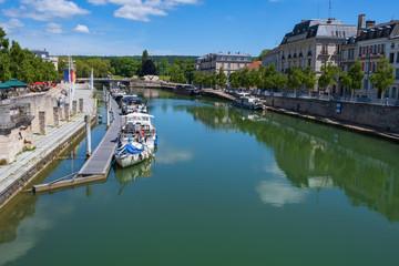Blick auf die Maas in Verdun/Frankreich Fototapete