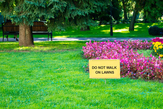 Warning in a public park- Do not walk on lawns. Selective soft focus