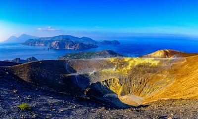 Photo sur Aluminium Bleu Vulcano dans les îles éoliennes