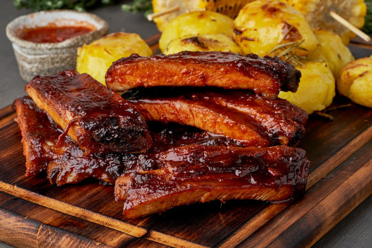 Spicy barbecue pork ribs and crushed smashed potatoes. Slow cooking recipe