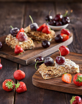 Napoleon cake with pastry cream and fresh berries