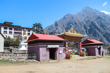 Obraz Tengboche Monastery (or Thyangboche Monastery), also known as Dawa Choling Gompa. View of entrance to the tibetan buddhist monastery of the Sherpa community. - fototapety do salonu