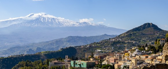 Panorama of Taormina city, Sicily, Italy with Etna volcano in background Fototapete