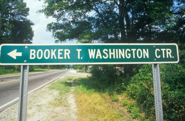 Wall Mural - A sign that reads ÒBooker T. Washington Ctr.Ó