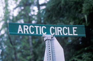 Fototapete - A sign that reads ÒArctic CircleÓ