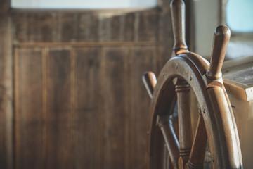 Türaufkleber Schiff Wooden steering wheel