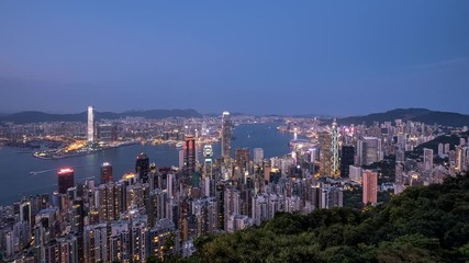 Fotomurales - Aerial Hong Kong city view from the peak at twilight to night