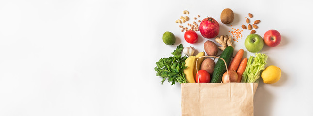 Ingelijste posters Verse groenten Delivery or grocery shopping healthy food