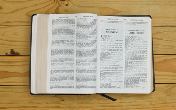 open bilingual bible book on the first book of the chronicles, Spanish and english