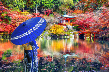 Fototapete - Asian woman wearing japanese traditional kimono in Daigoji temple, Kyoto. Japan autumn seasons.